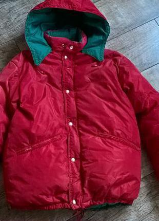 Красный пуховик-аляска-плотно наполнен с капюшоном-очень теплы...