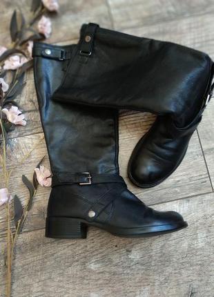 Черные кожаные сапоги от bata/деми/на низком ходу/высокие/39р