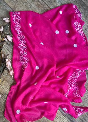 Индийский платок/шаль в цвете фуксия с вышитыми цветами/вискоз...