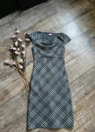 Классическое силуэтное клетчатое платье,сарафан /футляр/теплое...