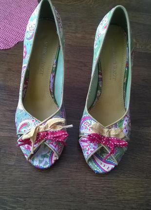 Стильные яркие босоножки,туфли с открытым носком-38р
