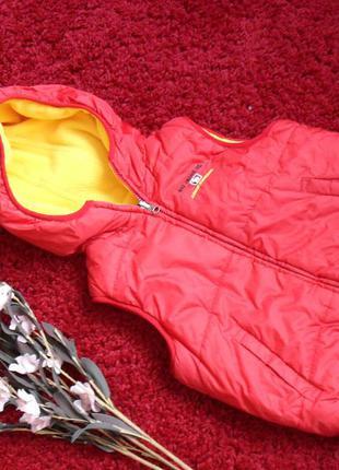 Безрукавка, жилетка красная желтая с капюшоном флис -110р.