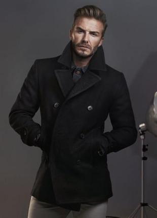 Мужское черное классическое демисезонное пальто с меховым воро...