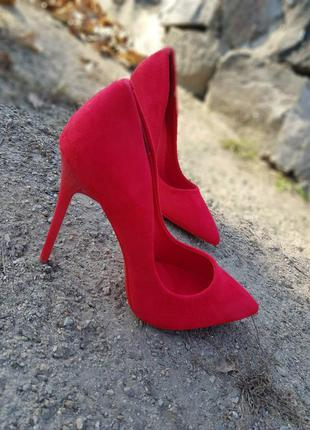 Туфли на высоком каблуке из качественного замша, алые