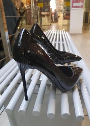 Туфли на высоком каблуке (11 см) черные из качественного лака