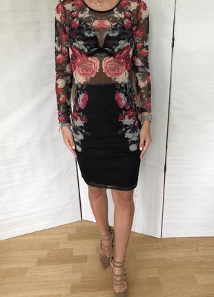 Нарядное платье в розах amisu. s m
