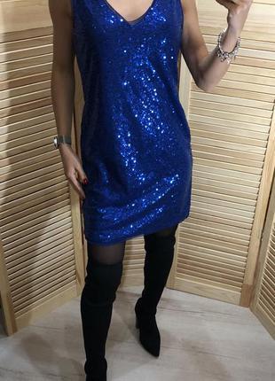 Нарядное вечернее платье в пайетках
