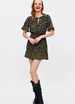 Легкое платье с оборками в мелкий цветочек zara