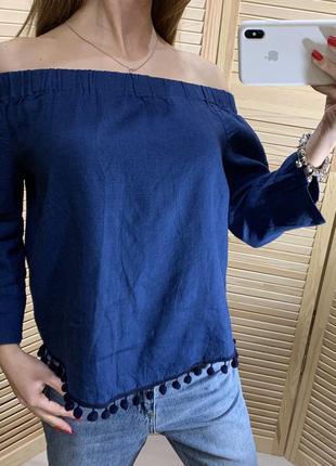 Блуза из льна на плечи декорирована помпонами zara