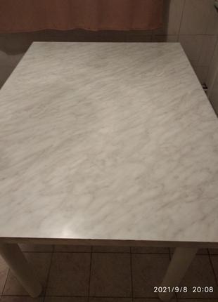 Кухонный стол.