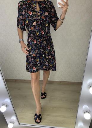 Легкое натуральное платье с цветочным принтом stradivarius