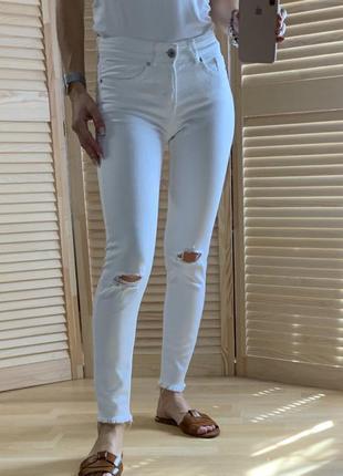 Белые джинсы h&m