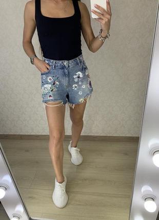 Рваные джинсовые шорты в цветах denim co