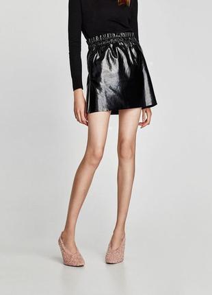 Стильная лаковая мини юбка на резинке (нюанс)