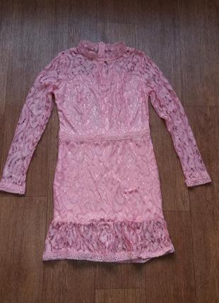 Платье розовое из кружева