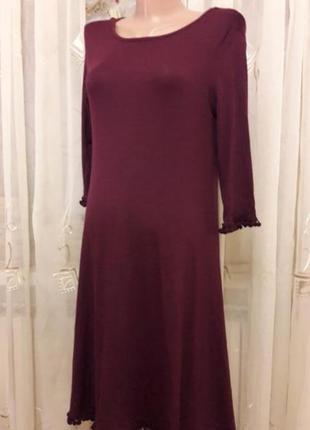 Трикотажное бордовое миди платье свинг с бахромой помпонами