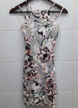 Нежнoе цветочное платье по фигурке