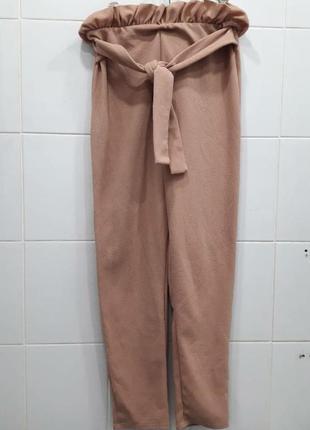 Красивые нюдовые фактурные штаны с рюшами