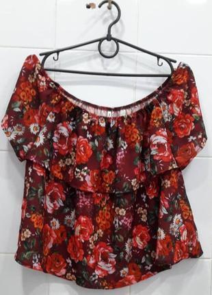 Красивая блуза с опущенными плечиками