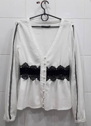 Красивая блуза с черным кружевом