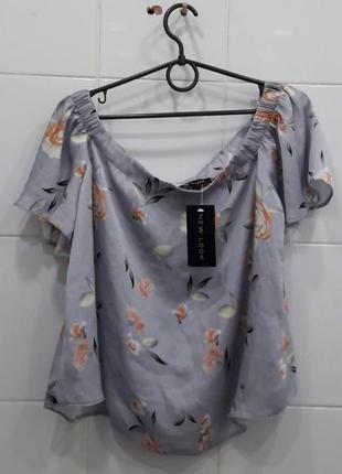 Милая сатиновая блуза на плечики