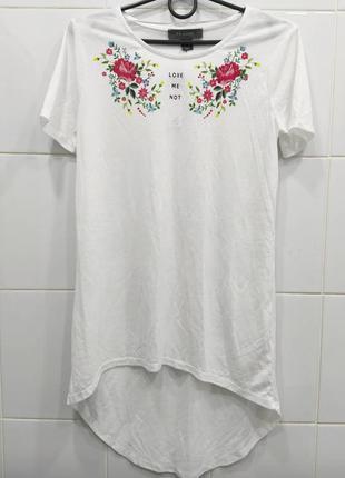 Стильная удлиненная футболка с принтом