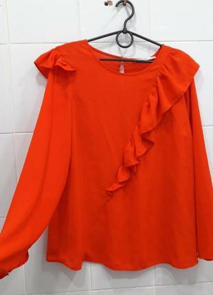 Стильная морковная блуза с рюшами