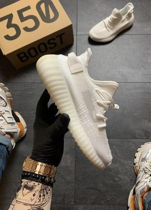 Шикарные кроссовки adidas yeezy boost 350