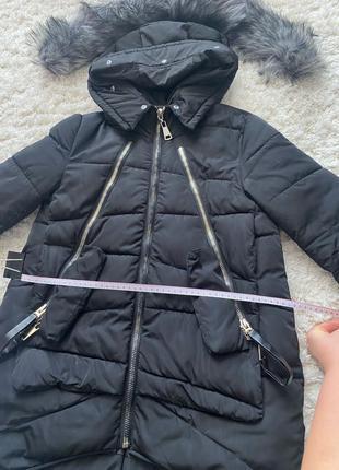 Зимняя курточка с меховым капюшоном