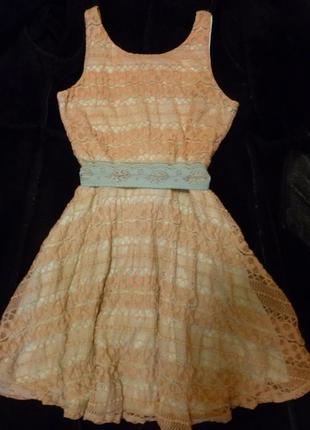 Очень милое романтичное гипюровое платье персиковое мятное