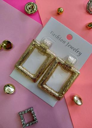 Женские серьги, цвет золото.