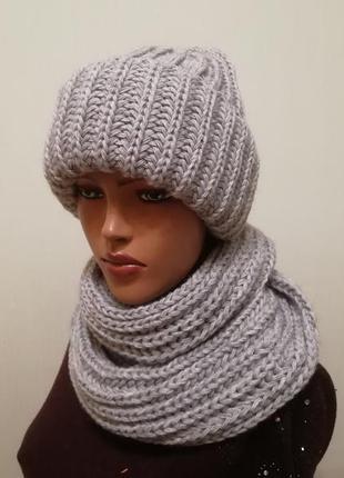Классный комплект шапка и снуд серый