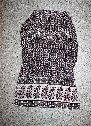 Платье с рукавом.