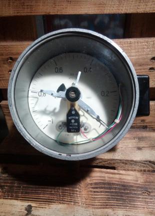 Вакуумметр ЭКВ-1У показывающий сигнализирующий .  от -1-1кгс/см2.
