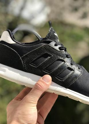 Adidas спортивні кросівки