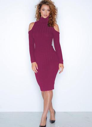 Стильное удлиненное трикотажное платье