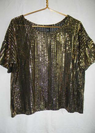 Красивая блестящая блуза