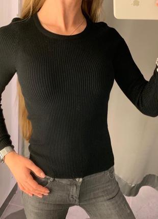 Базовый чёрный свитер в рубчик кофта amisu есть размеры