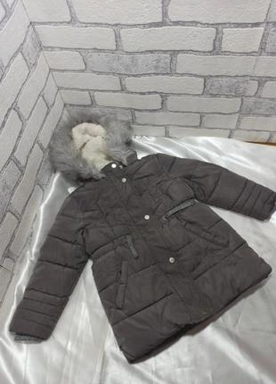 Теплая зимняя длинная куртка на меховой подкладке