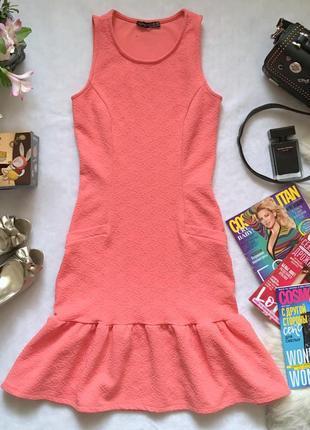 Фактурное платье с баской