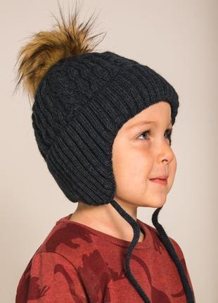 Теплая и красивая шапка на мальчика с ушками и завязками
