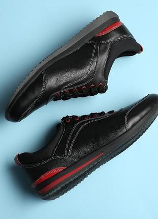 Мужские кожаные кроссовки с красными вставками