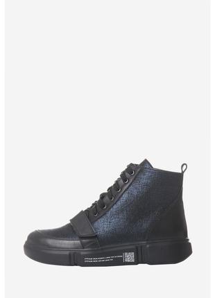 Кожаные демисезонные спортивные ботинки.