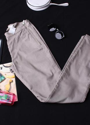 Бежевые женские брюки h&m.