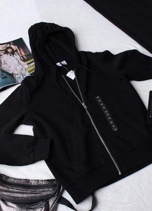 Черная спортивная кофта h&m.