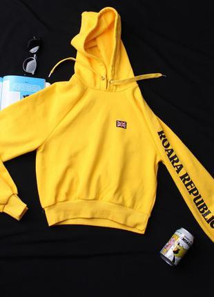 Худи желтого цвета от h&m.