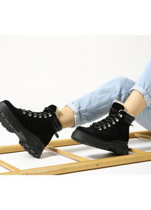 Зимние короткие замшевые ботинки