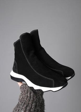 Замшевые ботинки на толстой подошве.
