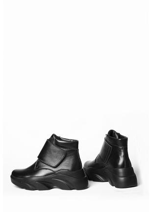 Кожаные зимние ботинки с липучкой