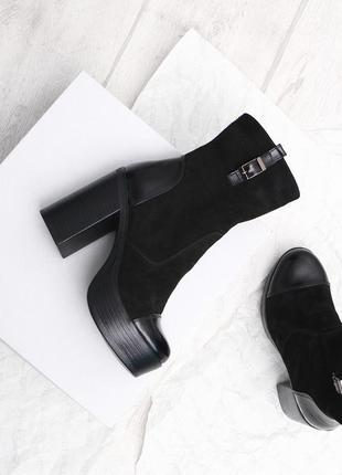 Замшевые ботинки на платформе и каблуке